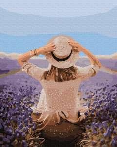 Путешественница в лавандовом поле